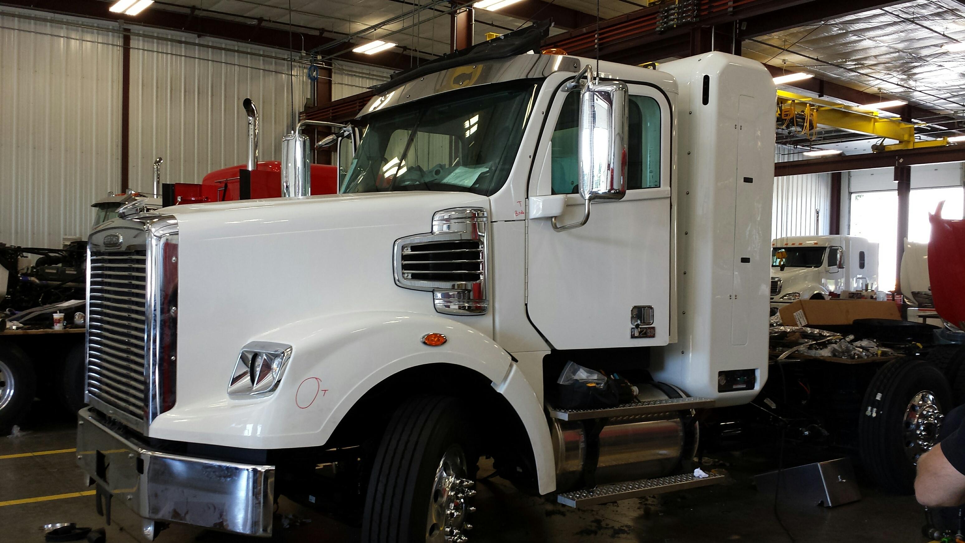 Freightliner Dealer to Build APG Dual-Fuel Vocational Trucks