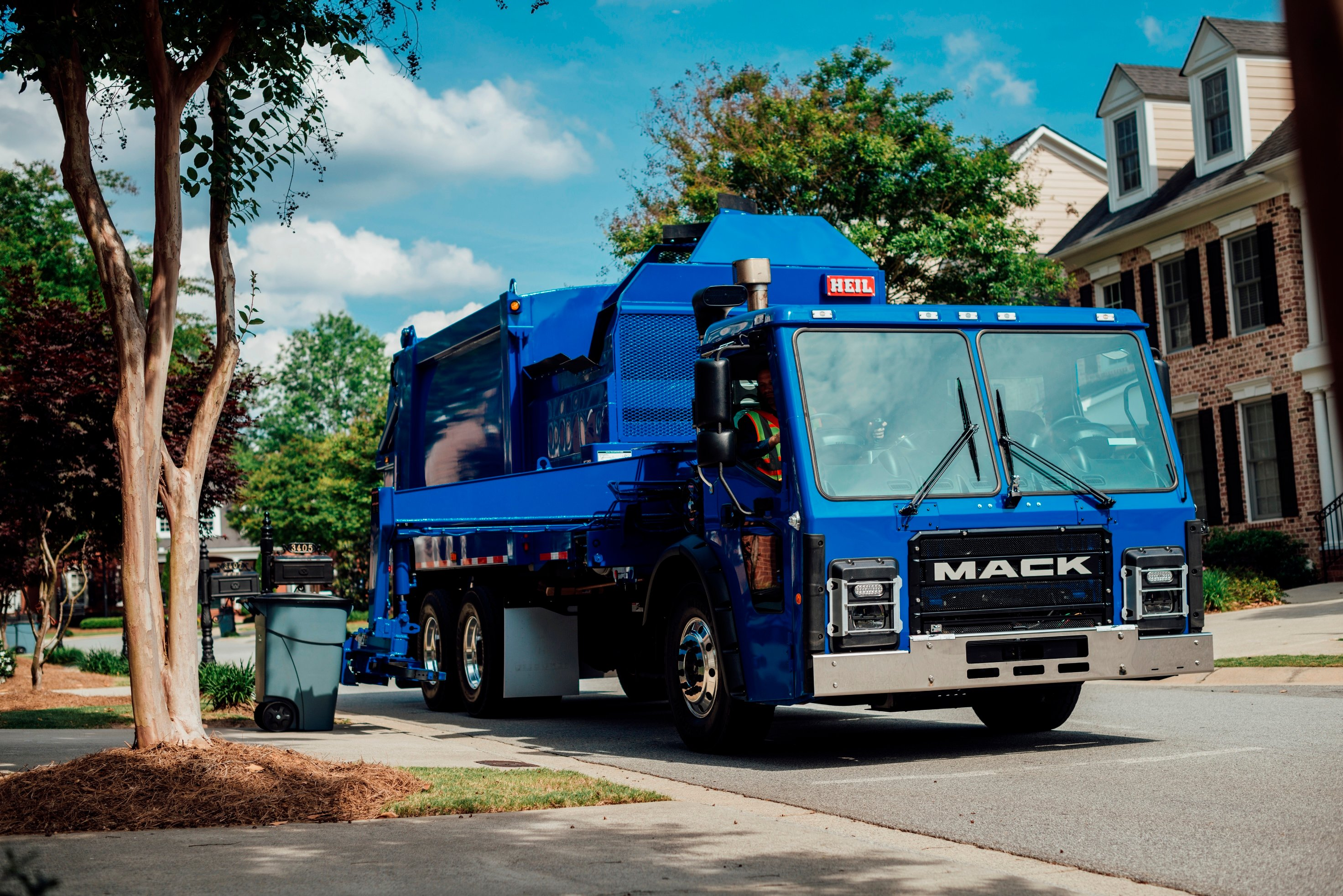 Mack's LR Refuse Truck Caters to Drivers
