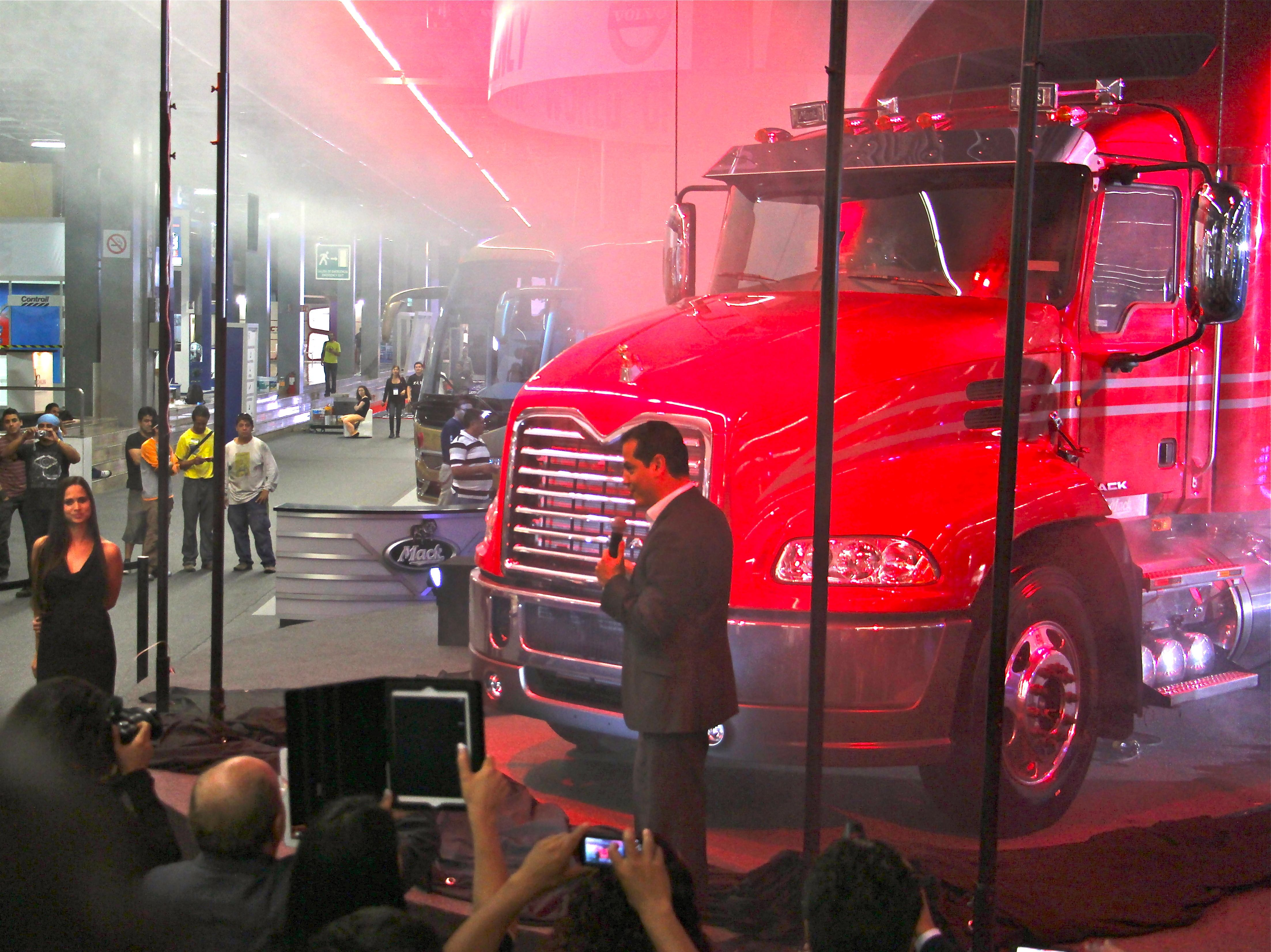 Volvo Rolls Out I-Shift, Mack Launches Vision, for Mexican Market