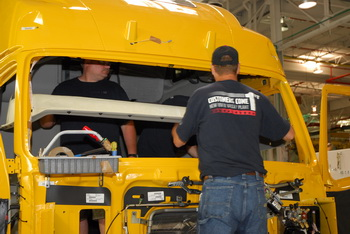 Volvo Trucks North America and UAW Agree on Five-Year Contract