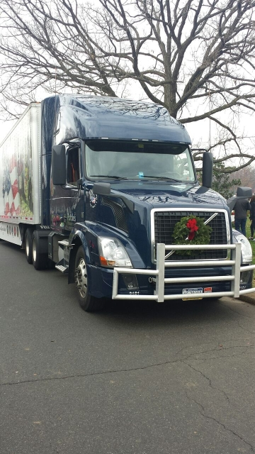 Omnitracs Honors Veterans with Wreaths
