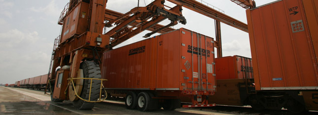 Last week, container volume was up 37.5 percent, while trailer volume rose 25.2 percent over the same week in 2009. (Photo by Schneider)