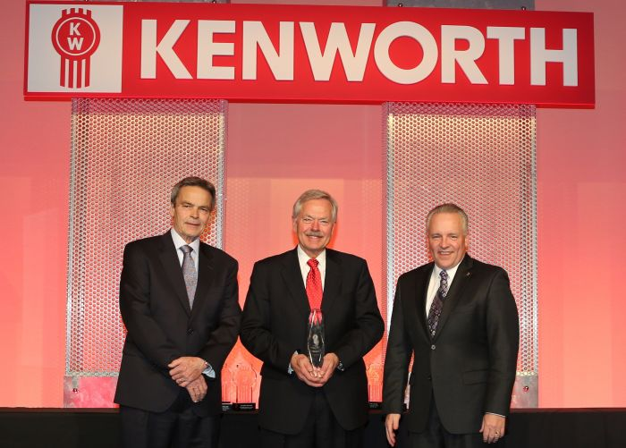 Kenworth Awards Parts Dealers At Dealer Meeting