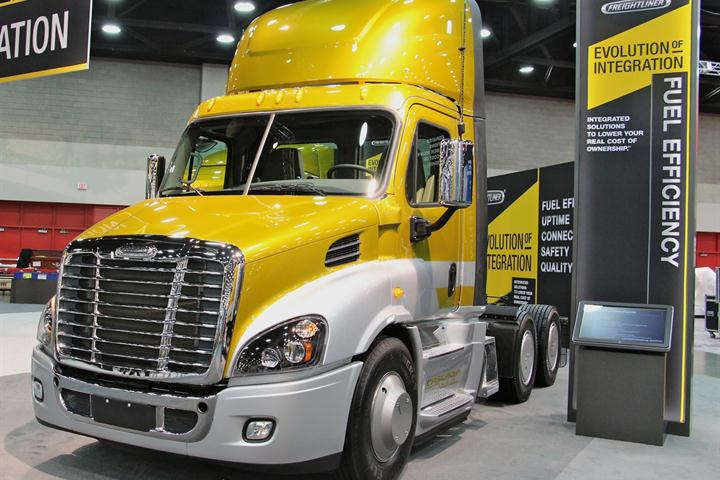 UAW Members Approve New Daimler Trucks Contract