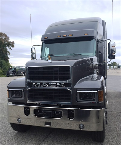 The Mack Pinnacle also features all-new LED headlights and a new grille that echoes the design of the Mack Anthem.