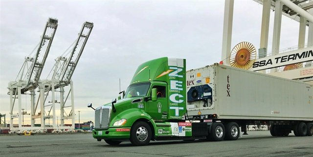Kenworth used CES to show off Kenworth, is also using CES to show off its hydrogen-fuel-cell-powered T680 day cab tractor, which is shown here during trials in the Seattle area. Photo: Kenworth