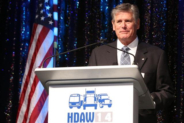 Bob Phillips accepts his award at HDAW.