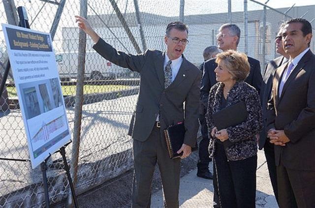 Sen. Barbara Boxer visiting a bridge project in Los Angeles. Photo:boxer.senate.gov