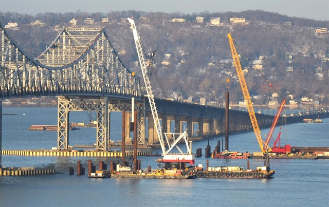 Construction on the Tappan Zee Bridge that spans the Hudson River noth of New York City.Photo: U.S. DOT