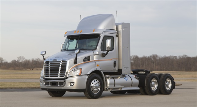 A new memo issued by the FHWA clarifies current weight allowances for natural gas powered trucks nationwide. Photo: Freightliner