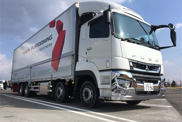 Daimler Trucks is testing Fuso Super Great heavy trucks in platooning runs with other truck brands on public roads outside Tokyo. Photo: Fuso
