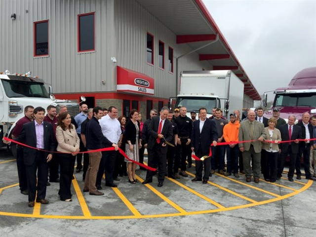 Tim Fyda, President, cuts the ribbon to officially open the new Zanesville dealership. Photo: Fyda Freightliner