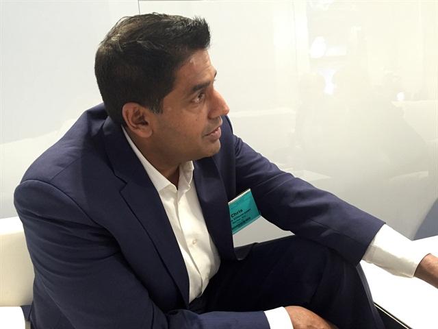 Chris Villavarayan, president, Meritor Americas, chats with HDT editors at TMC. Photo: Deborah Lockridge