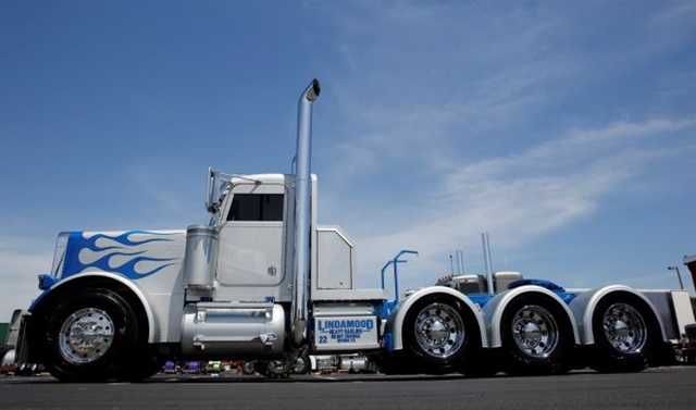 Jake Lindamood and his 1988 Peterbilt 379 took home the top honors at the 34th annual Shell Rotella SuperRigs competition. Photo: Shell Rotella