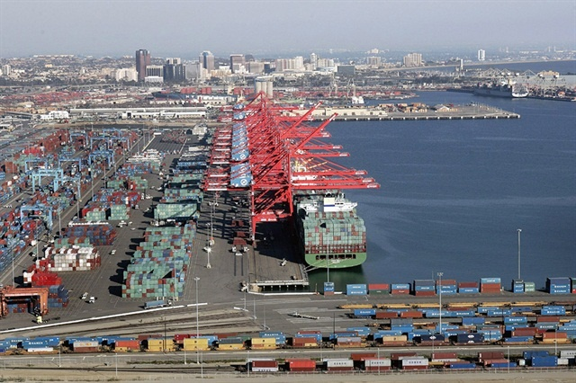 A new bill in California would punish retailers for working with port trucking companies that have been found in violation of labor and employement laws. Photo: Port of Long Beach