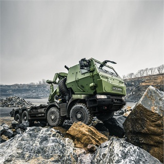 """Canadian military will getmore than 1,500 """"medium""""8x8 trucksin various configurations, including cargo, crane, load handling and mobile repair."""