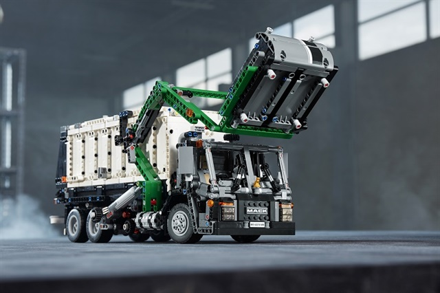The Lego Technic kit can be used to build detailed models of the Mack Anthem or Mack LR models.