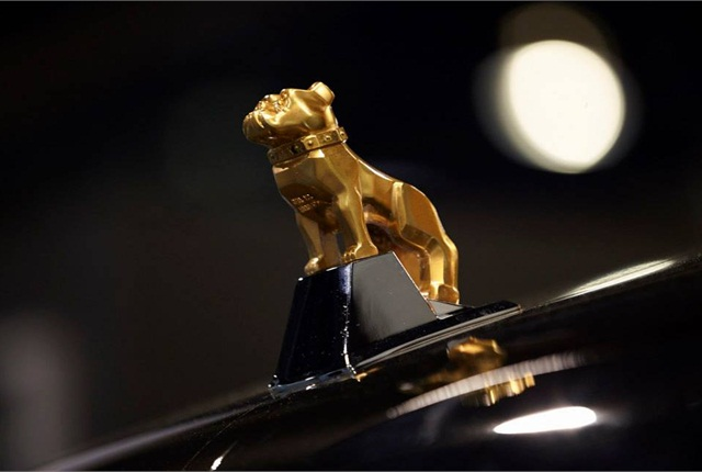 Mack's new logo reflects the iconic hood ornament rather than the previous more realistic-looking bulldog.