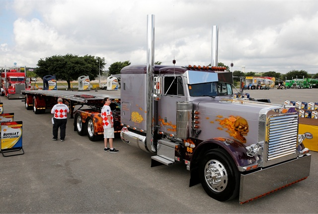 Marciano Esparza Sandoval's 1991 Peterbilt 379 scored as Best of Show second runner-up. Photo: Shell