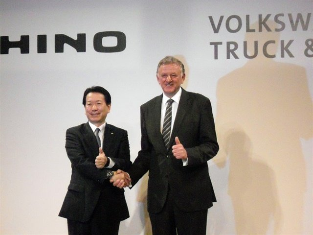 Hino's Yoshio Shimo and VW's Andreas Renschler announced a new strategic partnership between the to companies to develop new technologies. Photo: Joji Nishi