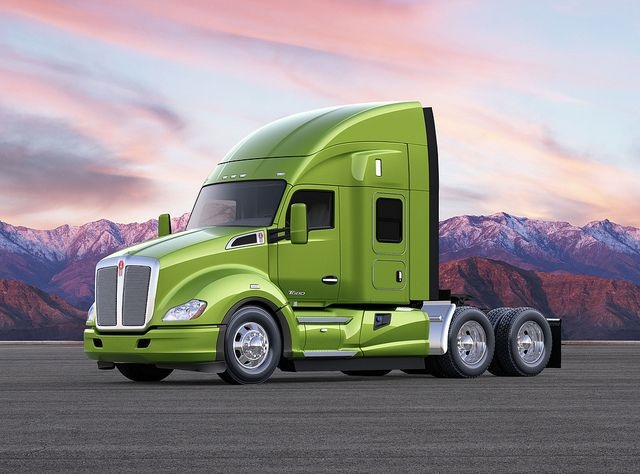 Kenworth now offers the Kenworth T680 Advantage Package with 52-inch mid-roof sleeper for regional haul and less-than truckload operations. Photo: Kenworth