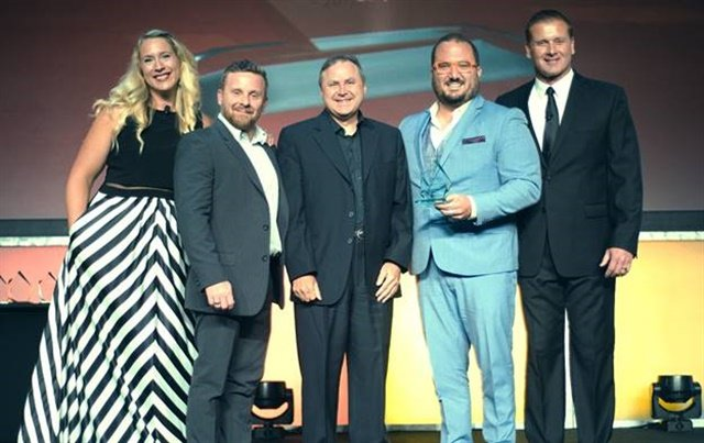 Vitesse Transport Corporation won Innovator of the Year in PeopleNet's Canadian Fleets category. Pictured from left to right are: Alecia Jarosh (PeopleNet), Gino Acrobati (Vitesse), Domenic Santini (Vitesse), Michael Scalzo (Vitesse, and Rick Ochsendorf (PeopleNet). Photo: Trimble