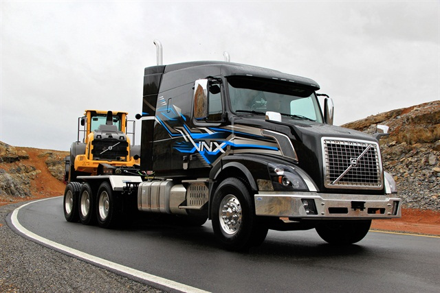 The Volvo VNX 630 model, designed for high gross weight applications and heavy-haul tasks like heavy equipment hauling, oil and gas delivery and timber transport, is now offered with a tridem rear axle group. Photo: Volvo Trucks