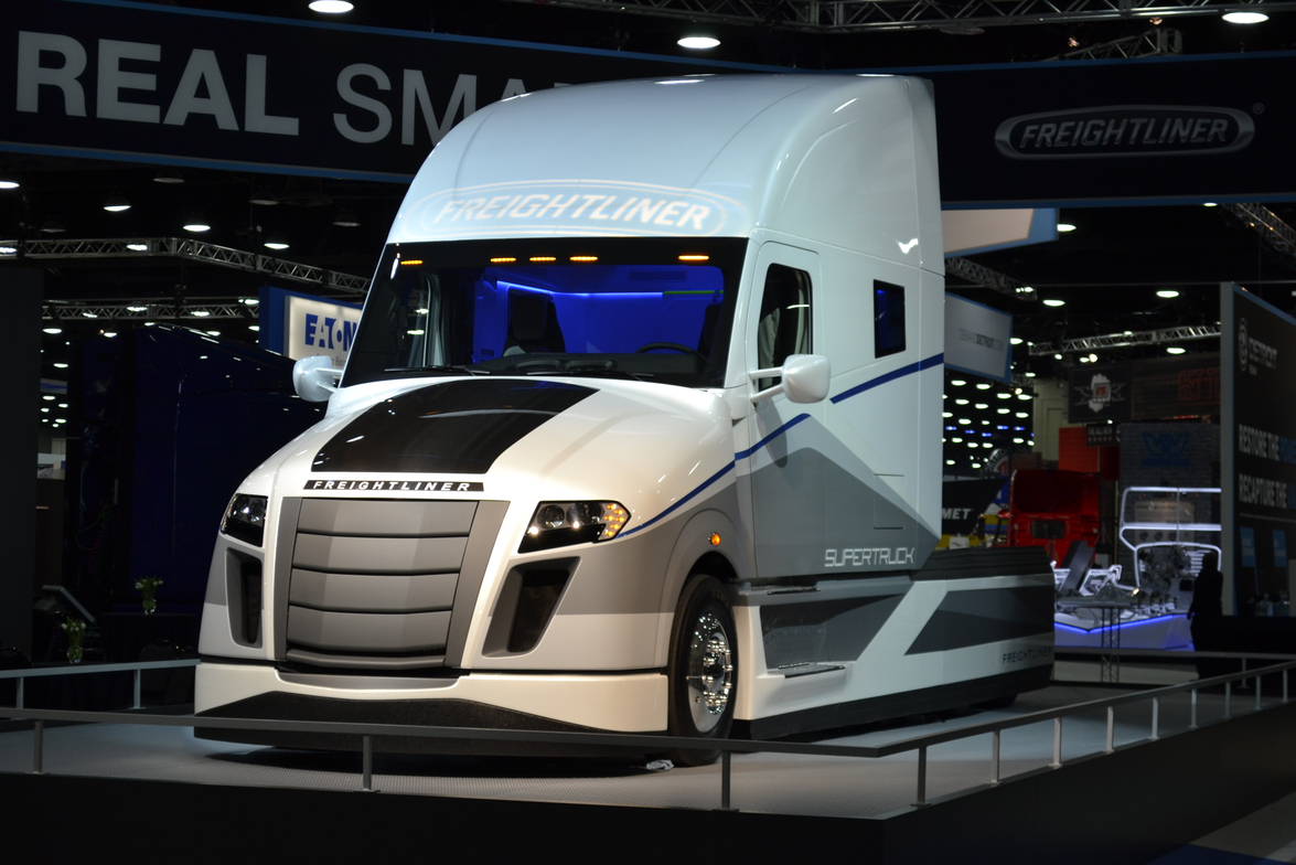 Freightliner gave attendees a first look at its SuperTruck at the 2015 Mid-America Trucking Show.