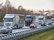 While other truck makers have platooning capabilities, Daimler says it's the first to feature...