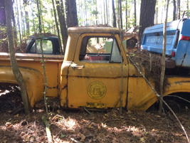 The yellow city paint on this old truck looks like it would buff right out. Photo: Jack Roberts