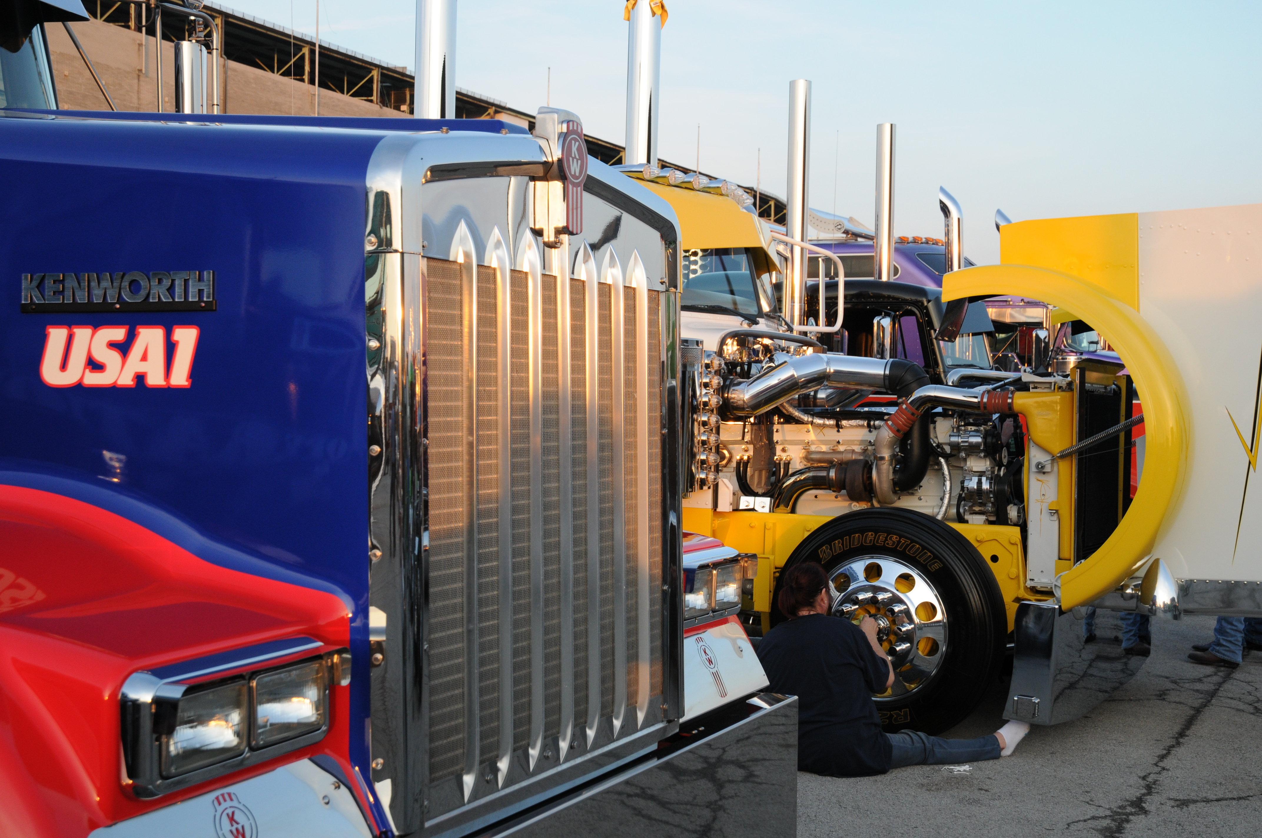 Show Trucks Ready for PKY at Mid-America