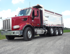 Built for shows, this Model 567 also goes, powerfully and smoothly. Bumper-to-back of cab length...