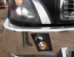 The VNX in the test drive had optional LED headlamps.