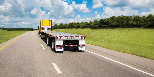 Utility Introduces Lightweight 4000AE Flatbed Trailer