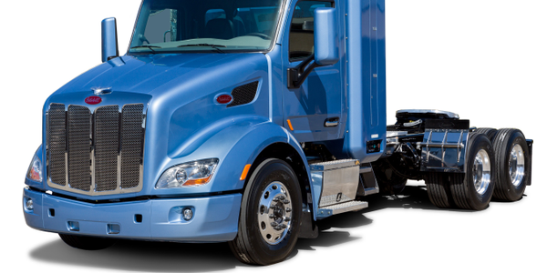 Peterbilt Adds Natural Gas Option to Models 579, 567