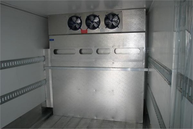 <p>The BlizzardLT featuresJohnson's energy-saving all-electric refrigeration technology.</p>