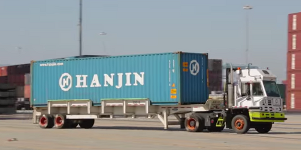 Video: What Happens When a Truck Picks up a Container?