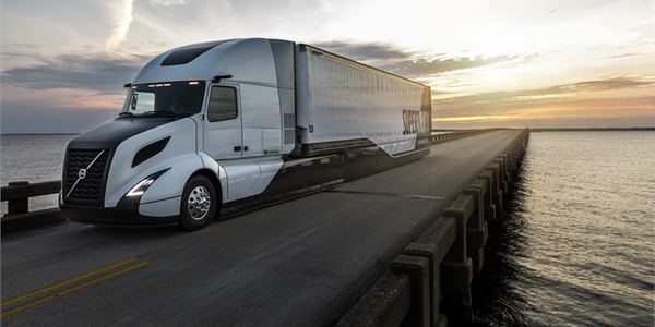 On the Spot: Drive the Future With Volvo's SuperTruck [Video]