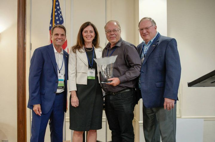 Automotive Fleet associate publisher and editor Mike Antich (second from R) gets the Ed Bobit Industry Icon Award from IARA President Paul Seger, NAAA CEO Tricia Heon, and IARA executive director Tony Long. - Photo: IARA