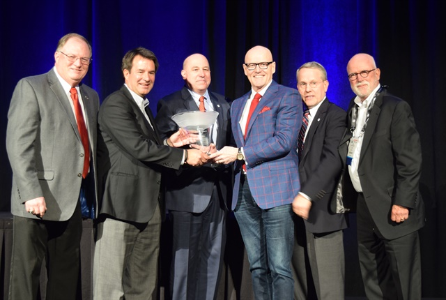 Hallett received the Ed Bobit Industry Icon award at the Conference of Automotive Remarketing. Photo by Andy Lundin.