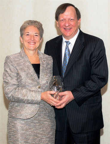 Manheim and AutoTrader Group President Sandy Schwartz, right, presents Barbara Cox Anthony Automotive Woman of the Year Award to Susan Scarola, vice chairman of DCH Auto Group. This honor is awarded to women who have demonstrated business leadership, community advocacy and a commitment to furthering the automotive industry.