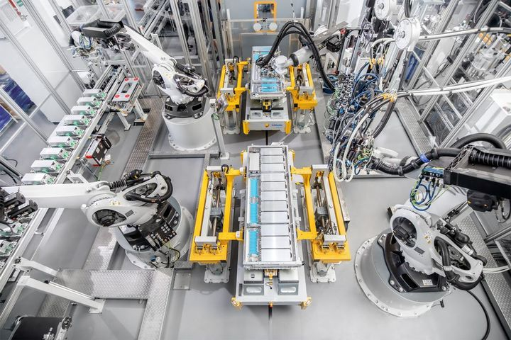 Manufacturing plant for the new CV batteries.  - Image: Webasto