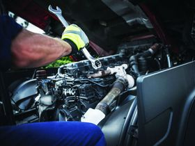 In-House vs. Outsourced Truck Maintenance