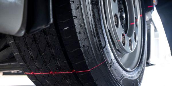 在考虑轮胎因素时,例如去除持久性牵引燃料的里程