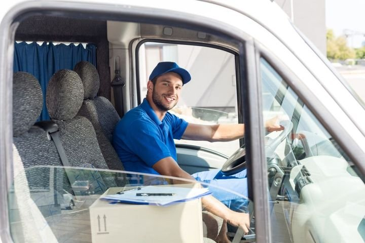 Fleets can use route optimization software to update customer drop-off or pick-up windows, vehicle capacities, hours of service, and more. - Photo: Samsara