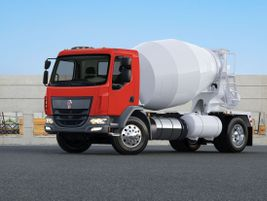 The Kenworth K270 Class 6 and K370 Class 7 truck are rated at 26,000 pounds and 33,000 pounds...