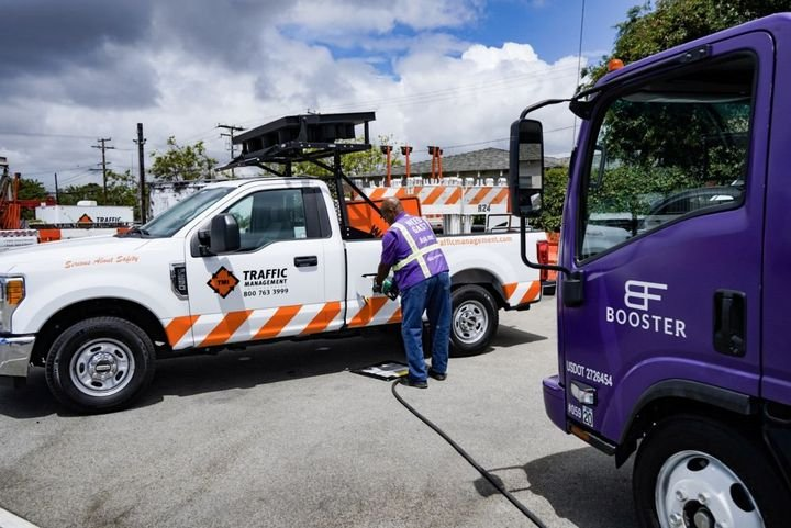 How mobile fueling works depends on the supplier. Typically, a fleet schedules a time for its vehicle or equipment to be fueled, drivers whose vehicles need fueling leave the fuel cap door open, and a fueling vehicle arrives on site to fill the tanks. - Photo: Booster