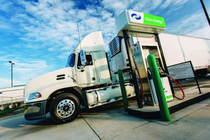 Utilizing public stations or contracting with a local fuel station can be a more cost-edfective option for smaller natural gas fueled fleets. - Photo: Clean Energy