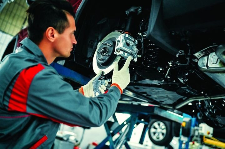 Many factors must be considered when determining how frequently a vehicle should be replaced, such as age, condition, and frequency of use. - Photo: Gettyimages.com/Valerii Apetroaiei