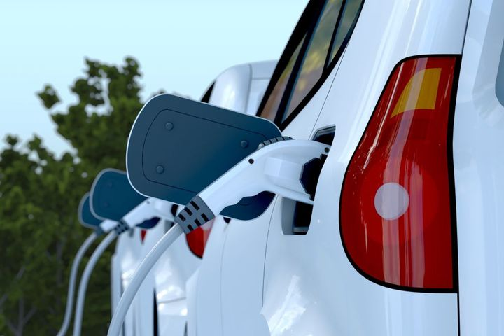 Electric vehicles (EVs) intended for short delivery routes are well-suited for overnight charging. - Photo: Getty Images